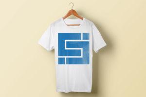 T-skjorte på henger med Cicero logo